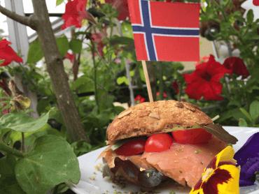 Norwegen - Lachsbrötchen mit Fahne