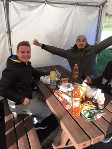 Ice-Party: Frank Klassen und Jonas Klöpping (v.l.n.r.) vom Zephyrus Disko-Team