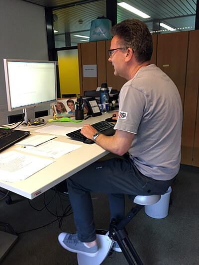 Ivo Farrenkothen auf Deskbike