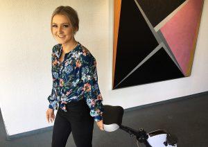 Samantha Plotz mit Deskbike