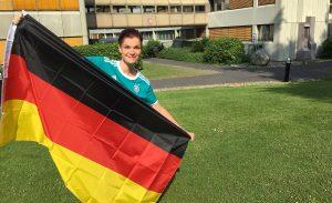 Lisa Nohl mit Deutschlandfahne