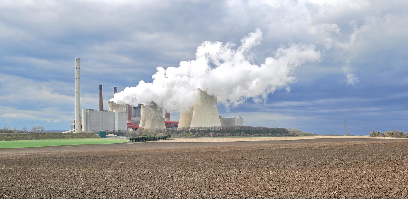 Braunkohlekraftwerk Neurath bei Grevenbroich (NRW).jpg