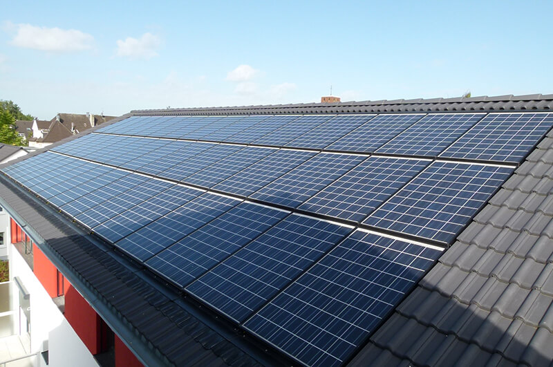 Solar-Anlage auf Mehrfamilienhaus in Solingen (Guntherstraße)