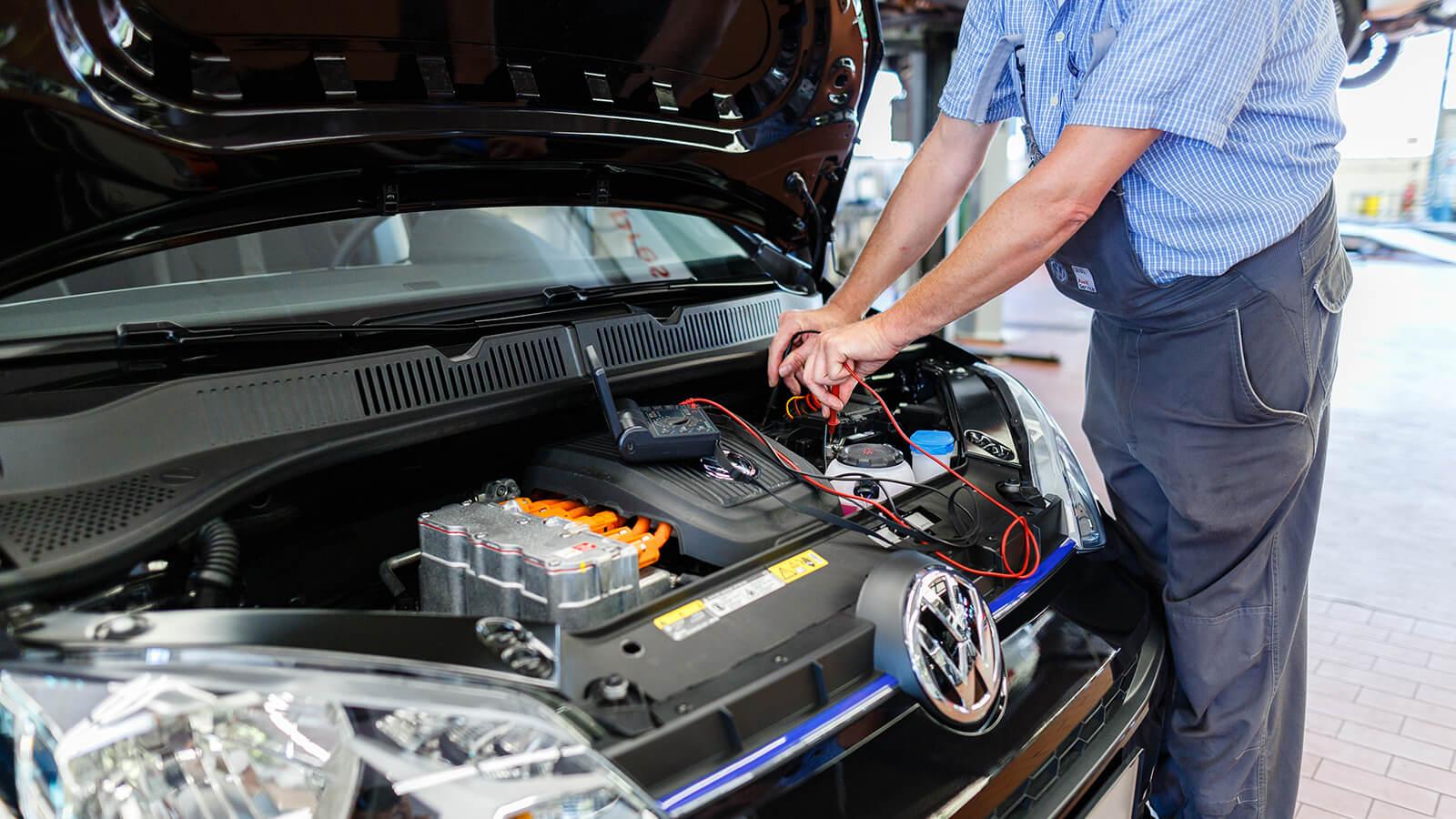 VW von Keitz - Motorraum Wartung E-Auto