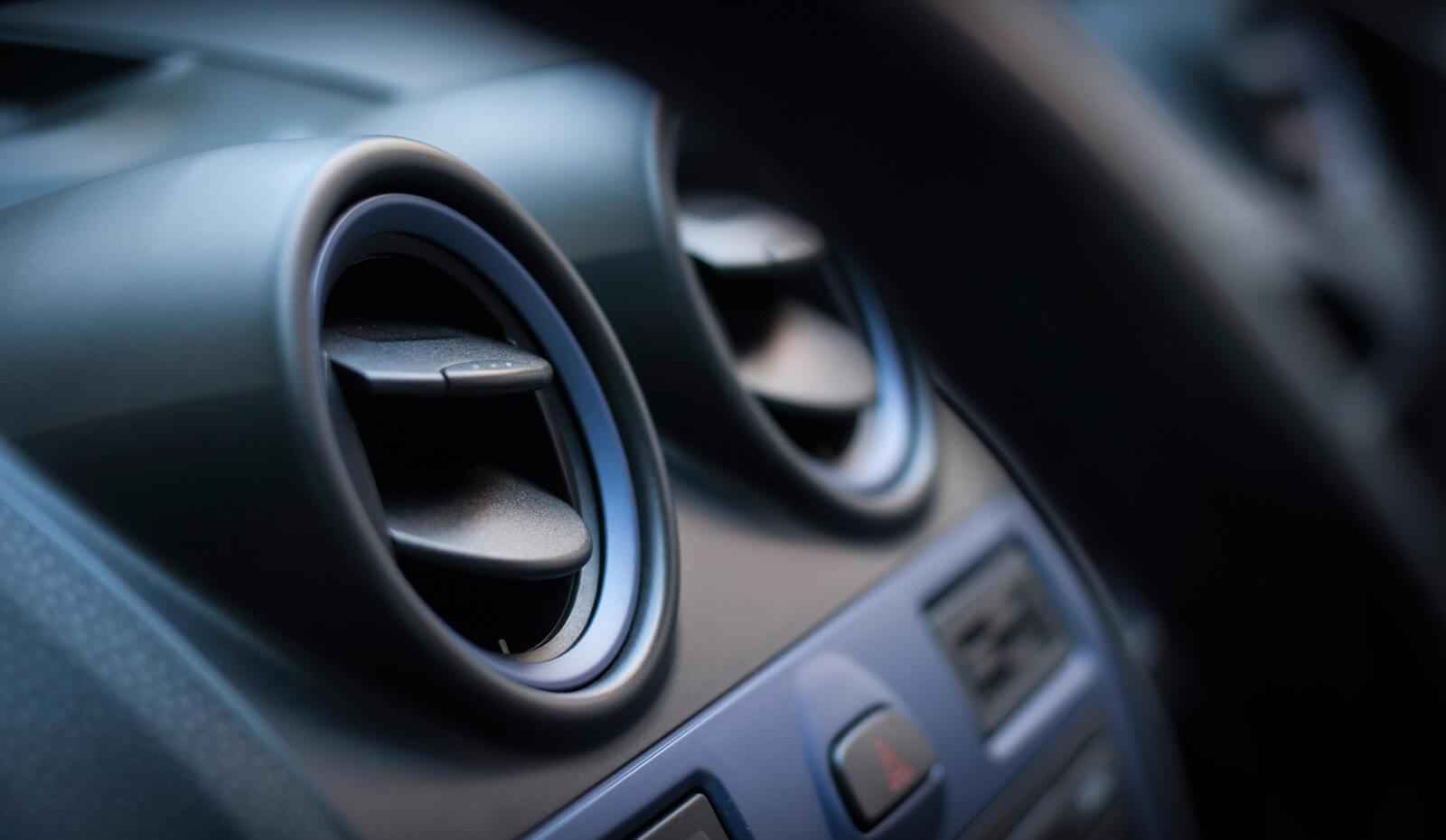 Autoinnenraum mit Luftdüsen