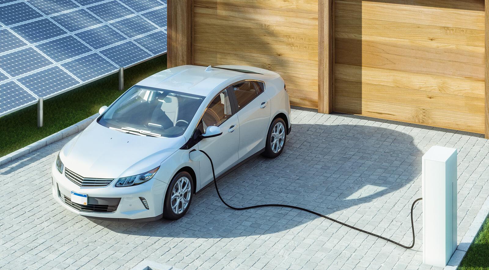 Mit Sonnenstrom vom Dach ein E-Auto laden