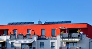 Nutzung von Sonnenenergie auf Hausdach