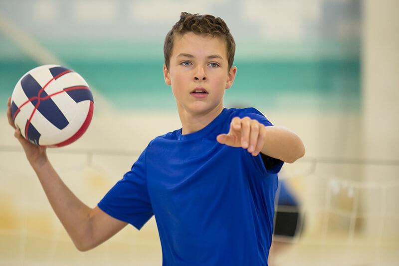SolingenVolleys: Junge schmeißt Volleyball
