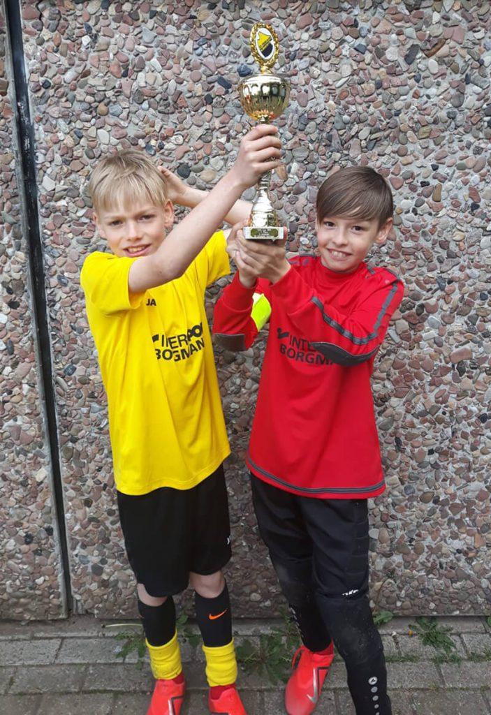 Stadtwerke Solingen Cup - Jungs mit Pokal