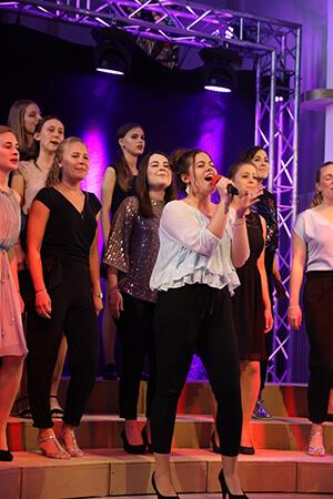 Young Voices Solingen - Mädchen beim Singen