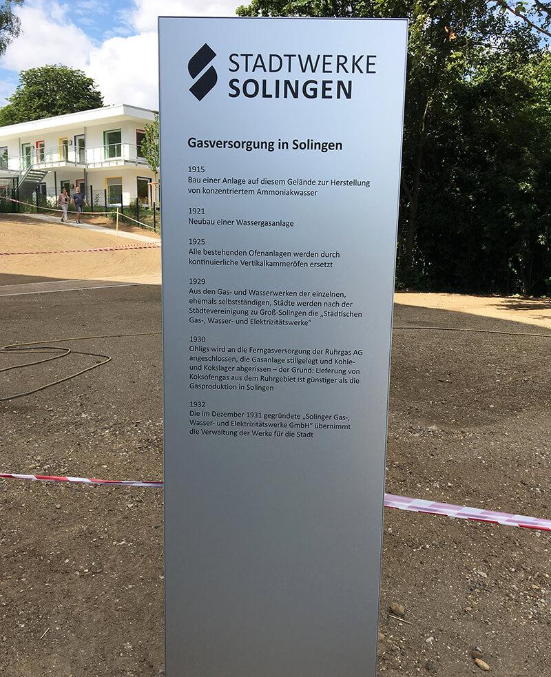 Stele im Stadtwerke-Park Solingen