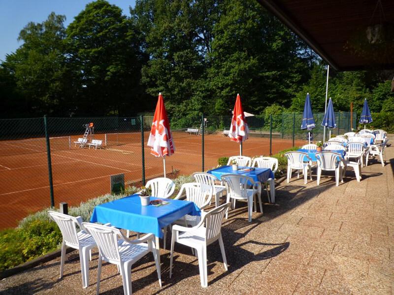 Tennis-Club Ohligs 1914: Terrasse mit Tennisplätzen