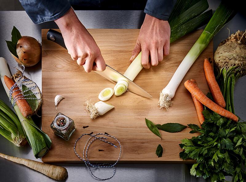 Wüesthof: Messer mit Schneidbrett und Essen