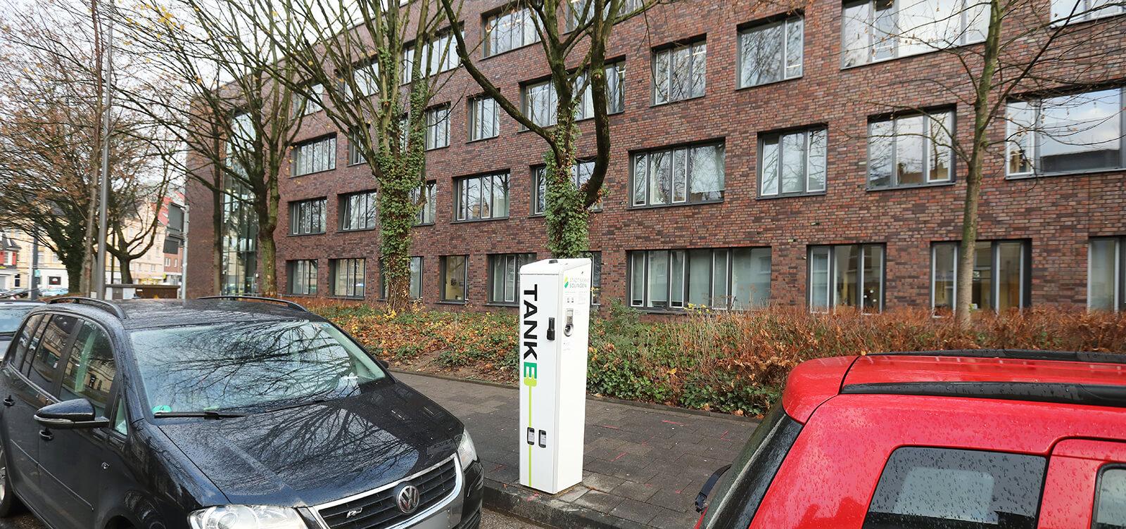 Ladesäule in der Merianstraße in Solingen vor dem Rathaus