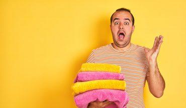 Mann mit Wäsche