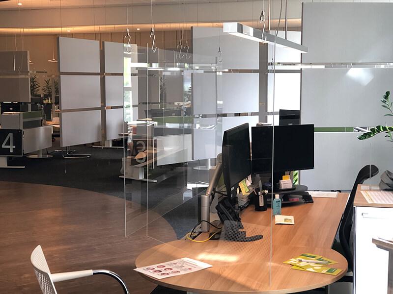 Kunden-Center - Schreibtisch mit Spukschutz