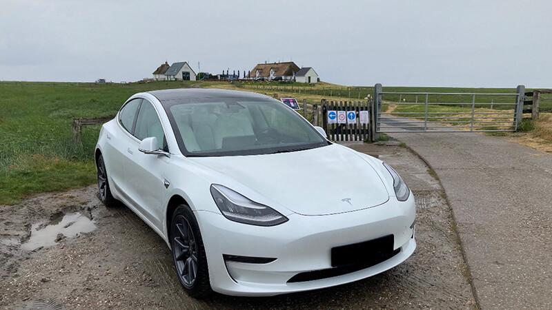 Tesla Model 3 auf Hallig